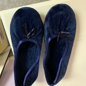isotoner Shoes - NWT Isotoner slippers 6 1/2-7 1/2